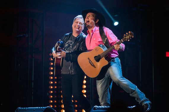 Garth Brooks and Steve Wariner. Photo: 1220 Entertainment