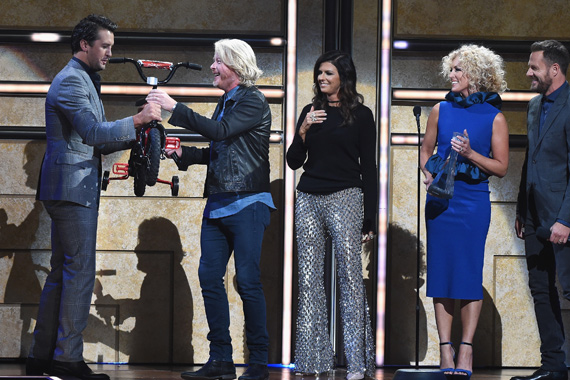 Pictured (L-R): Luke Bryan with Little Big Town's Phillip Sweet, Karen Fairchild, Kimberly Schlapman and Jimi Westbrook. Photo: John Shearer/Getty Images for CMT