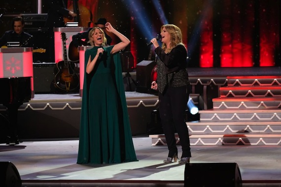 cma-country-christmas-2016-a
